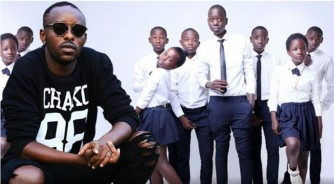 Eddy Kenzo na 'Triplets Ghetto Kids' batumiwe na Chris Brown mu ndirimbo